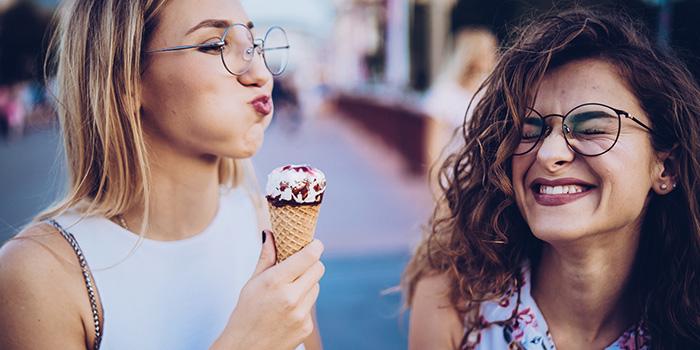 La amistad es muy importante en nuestra vida, desde tus colegas del trabajo hasta amigos de la infancia. Investigaciones han demostrado más y más razones por las cuales mantener a tus amigos a tu lado es muy bueno. Lee estos 5 sorprendentes beneficios.